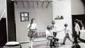 Sirakūzas latviešu skola spēlē izrādi