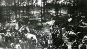 Latviešu bēgļu nometne ceļā uz Krieviju, 1915.g.