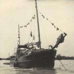 Kuģis Biscaya. Attēlā redzami Almas Plokas šūtie karodziņi, ap 1949.g.