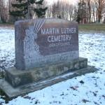 Mārtiņa Lutera draudzes baznīca vairs nestāv, bet kapsēta paliek. Tā ir pirmā latviešu kapsēta Amerikā